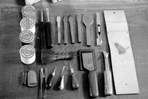 革手縫い工具の写真